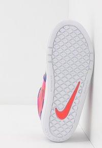 Nike Performance - PICO 5 AUTO - Trainings-/Fitnessschuh - court purple/black/laser crimson/fire pink - 5