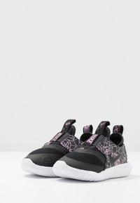 Nike Performance - FLEX RUNNER REBEL - Chaussures de running neutres - black/anthracite/light aqua - 3