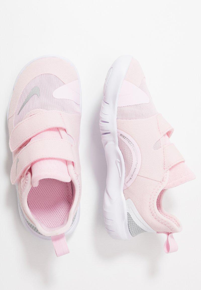 Nike Performance - FREE RN - Obuwie do biegania treningowe - pink foam/metallic silver/wolf grey