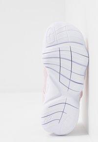 Nike Performance - FREE RN - Neutral running shoes - pink foam/metallic silver/wolf grey - 5