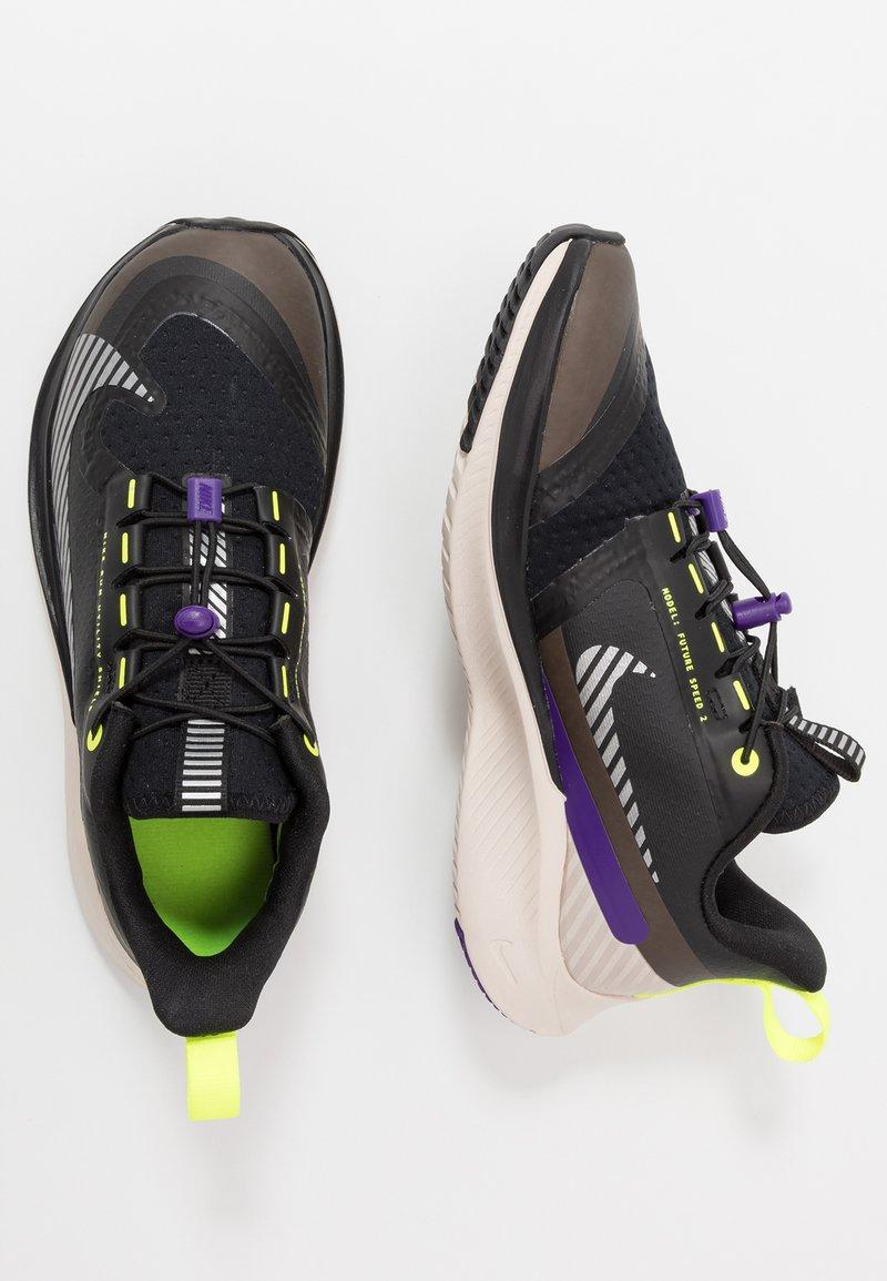 Nike Performance - FUTURE SPEED 2 SHIELD - Chaussures de running neutres - black/reflect silver/desert sand/voltage purple