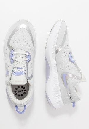 JOYRIDE DUAL RUN - Neutral running shoes - photon dust/white/light thistle