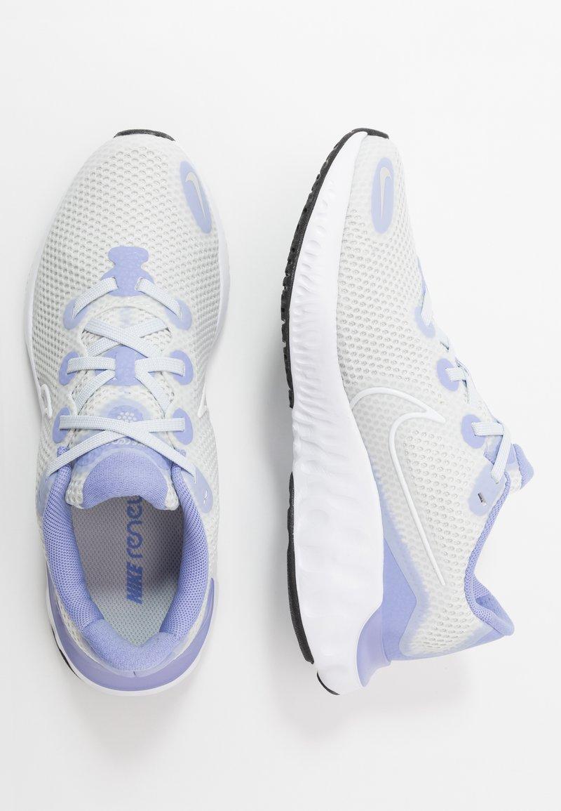 Nike Performance - RENEW RUN - Obuwie do biegania treningowe - photon dust/white/lightt thistle/black