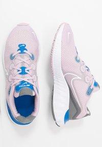 Nike Performance - RENEW RUN - Obuwie do biegania treningowe - iced lilac/white/smoke grey/light smoke grey/soar - 0