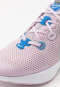 Nike Performance - RENEW RUN - Obuwie do biegania treningowe - iced lilac/white/smoke grey/light smoke grey/soar - 2