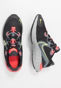 Nike Performance - RENEW RUN - Hardloopschoenen neutraal - black/light lime/smoke grey/light smoke grey/laser crimson - 0
