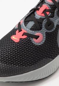 Nike Performance - RENEW RUN - Hardloopschoenen neutraal - black/light lime/smoke grey/light smoke grey/laser crimson - 2