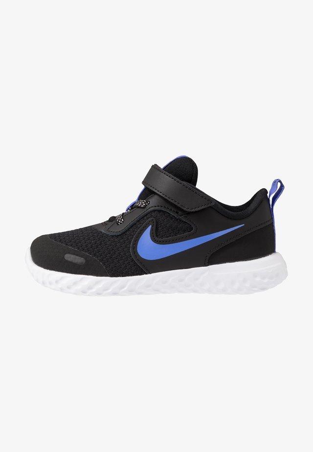 REVOLUTION 5 GLITTER  - Neutral running shoes - black/sapphire/lemon/white