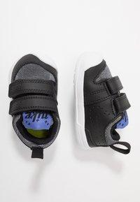 Nike Performance - PICO 5 GLITTER  - Kuntoilukengät - black/white/sapphire - 0