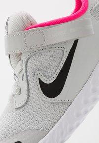 Nike Performance - REVOLUTION 5 FLYEASE - Hardloopschoenen neutraal - photon dust/black/white/pink glow - 2