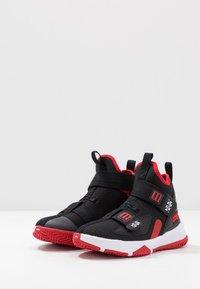Nike Performance - LEBRON SOLDIER 13 FLYEASE - Zapatillas de baloncesto - black/white/university red - 3