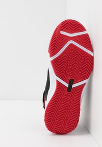 Nike Performance - LEBRON SOLDIER 13 FLYEASE - Zapatillas de baloncesto - black/white/university red - 5