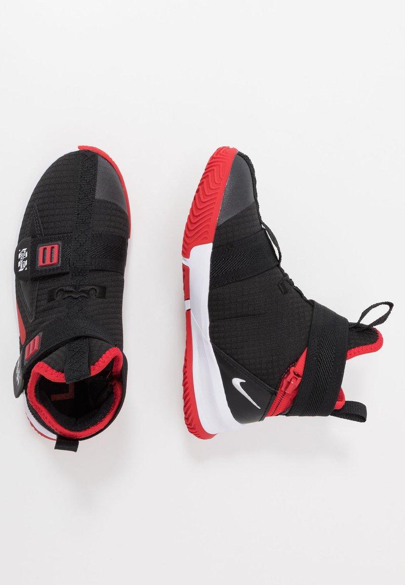 Nike Performance - LEBRON SOLDIER 13 FLYEASE - Zapatillas de baloncesto - black/white/university red