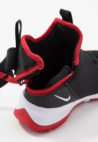 Nike Performance - LEBRON SOLDIER 13 FLYEASE - Zapatillas de baloncesto - black/white/university red - 2
