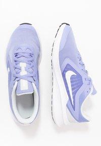 Nike Performance - DOWNSHIFTER 10 - Obuwie do biegania treningowe - light thistle/white/photon dust/black - 0