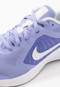 Nike Performance - DOWNSHIFTER 10 - Obuwie do biegania treningowe - light thistle/white/photon dust/black - 2