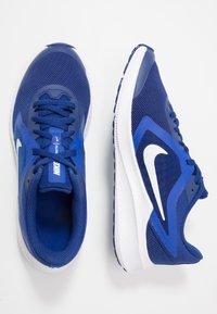 Nike Performance - DOWNSHIFTER 10 - Obuwie do biegania treningowe - deep royal blue/white/hyper blue - 0