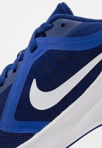 Nike Performance - DOWNSHIFTER 10 - Obuwie do biegania treningowe - deep royal blue/white/hyper blue - 2