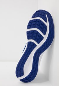 Nike Performance - DOWNSHIFTER 10 - Obuwie do biegania treningowe - deep royal blue/white/hyper blue - 5