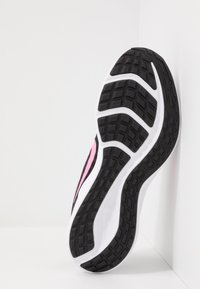 Nike Performance - DOWNSHIFTER 10 - Hardloopschoenen neutraal - black/pink glow/anthracite/white