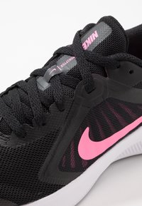 Nike Performance - DOWNSHIFTER 10 - Hardloopschoenen neutraal - black/pink glow/anthracite/white - 2