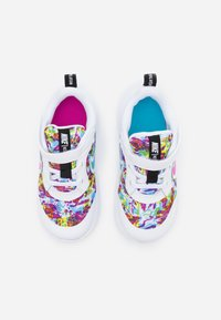 Nike Performance - REVOLUTION 5 FABLE - Scarpe running neutre - white/fire pink/blue fury - 3