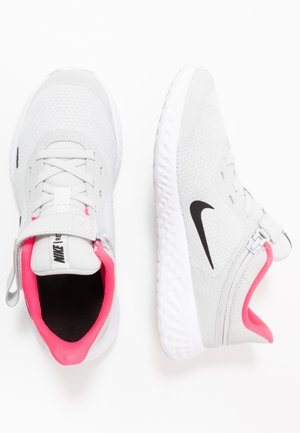 REVOLUTION 5 FLYEASE - Neutral running shoes - photon dust/black/white/pink glow