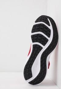 Nike Performance - DOWNSHIFTER 10 - Obuwie do biegania treningowe - universe red/white/black - 5