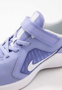 Nike Performance - DOWNSHIFTER 10 - Neutrální běžecké boty - light thistle/white/photon dust/black - 2