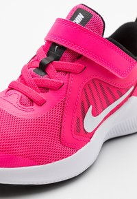 Nike Performance - DOWNSHIFTER 10 - Obuwie do biegania treningowe - hyper pink/white/black - 5