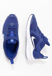 Nike Performance - DOWNSHIFTER 10 - Neutrální běžecké boty - deep royal blue/white/hyper blue - 0