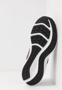 Nike Performance - DOWNSHIFTER 10 - Obuwie do biegania treningowe - black/pink glow/anthracite/white - 5