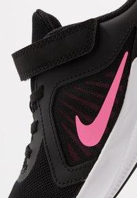 Nike Performance - DOWNSHIFTER 10 - Obuwie do biegania treningowe - black/pink glow/anthracite/white - 2
