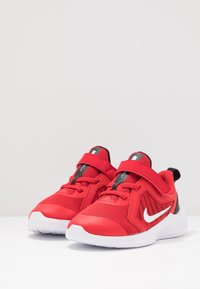 Nike Performance - DOWNSHIFTER 10 - Obuwie do biegania treningowe - universe red/white/black - 3