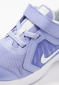 Nike Performance - DOWNSHIFTER 10 - Obuwie do biegania treningowe - light thistle/white/photon dust/black - 2