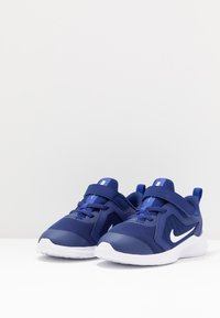 Nike Performance - DOWNSHIFTER 10 - Obuwie do biegania treningowe - deep royal blue/white/hyper blue - 3