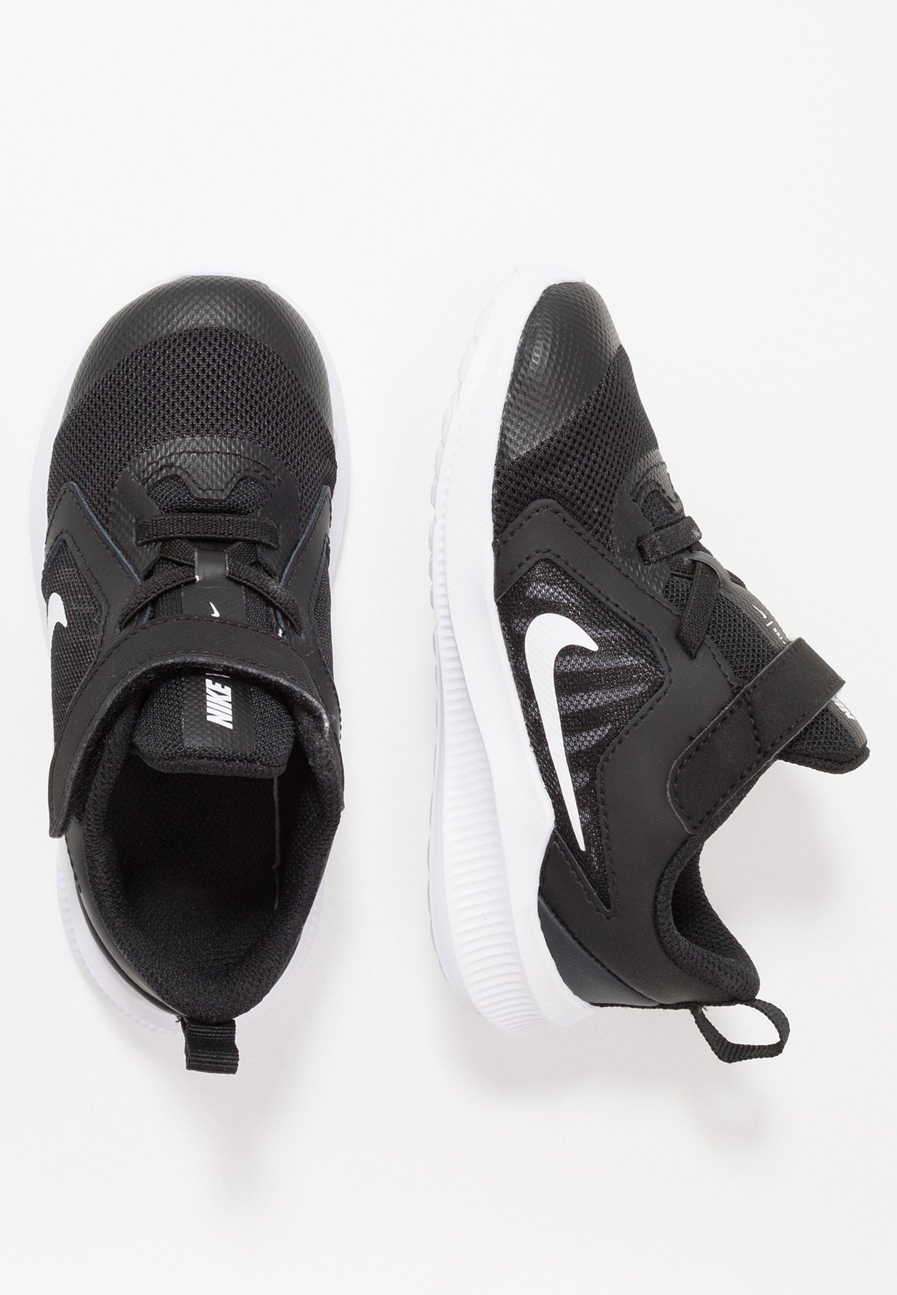Nike Performance DOWNSHIFTER 10 Zapatillas de running