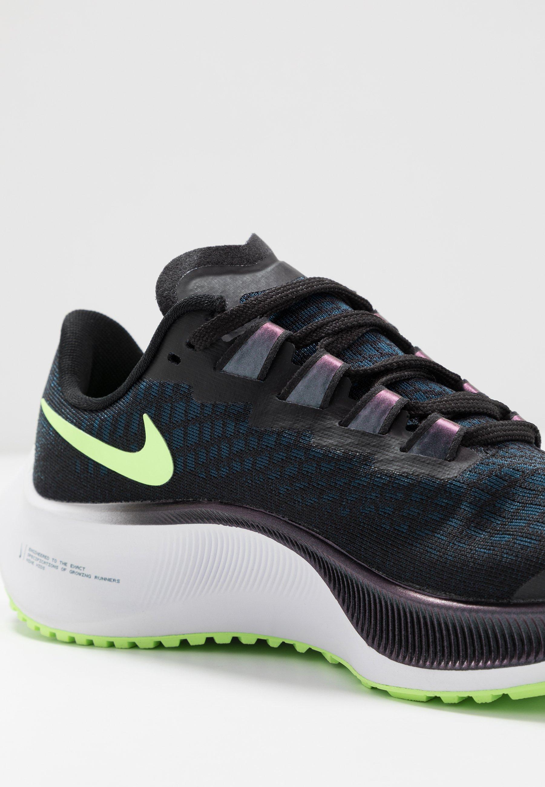 AIR ZOOM PEGASUS 37 Chaussures de running neutres blackghost greenvalerian bluespruce aura