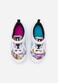 Nike Performance - DOWNSHIFTER 10 FABLE  - Obuwie do biegania treningowe - white/black/fire pink/blue fury - 3