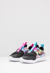 Nike Performance - FLEX RUNNER FABLE - Juoksukenkä/neutraalit - black/white/fire pink/blue fury - 3