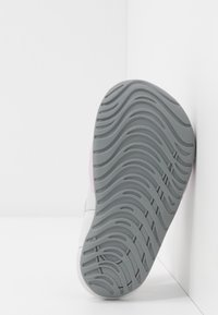 Nike Performance - SUNRAY PROTECT - Vannsportsko - iced lilac/particle grey/photon dust - 5
