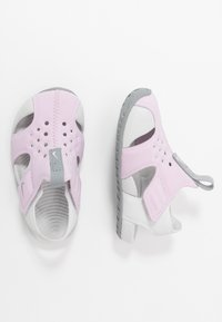 Nike Performance - SUNRAY PROTECT - Vannsportsko - iced lilac/particle grey/photon dust - 0