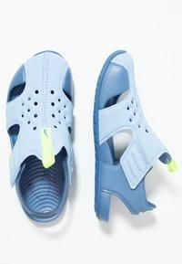 Nike Performance - SUNRAY PROTECT - Chaussures aquatiques - aluminum/volt/indigo storm - 0