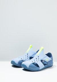 Nike Performance - SUNRAY PROTECT - Chaussures aquatiques - aluminum/volt/indigo storm - 3