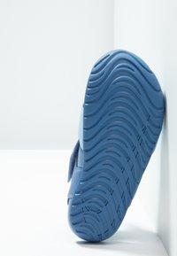 Nike Performance - SUNRAY PROTECT - Chaussures aquatiques - aluminum/volt/indigo storm - 5