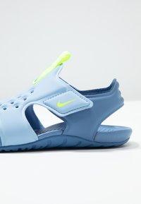 Nike Performance - SUNRAY PROTECT - Chaussures aquatiques - aluminum/volt/indigo storm - 2