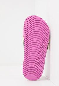 Nike Performance - KAWA SLIDE SE - Pool slides - cosmic fuchsia/white/emerald rise/speed yellow - 5