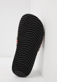 Nike Performance - KAWA SLIDE SE PICNIC  - Sandály do bazénu - black/white/track red/pear