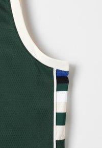 Nike Performance - NBA MILWAUKEE BUCKS SWINGMAN STATEMENT - Klubové oblečení - style spec - 3