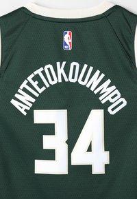 Nike Performance - NBA MILWAUKEE BUCKS SWINGMAN STATEMENT - Klubové oblečení - style spec - 4